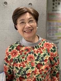 写真:コミネス合唱団 代表 浅川 なおみ