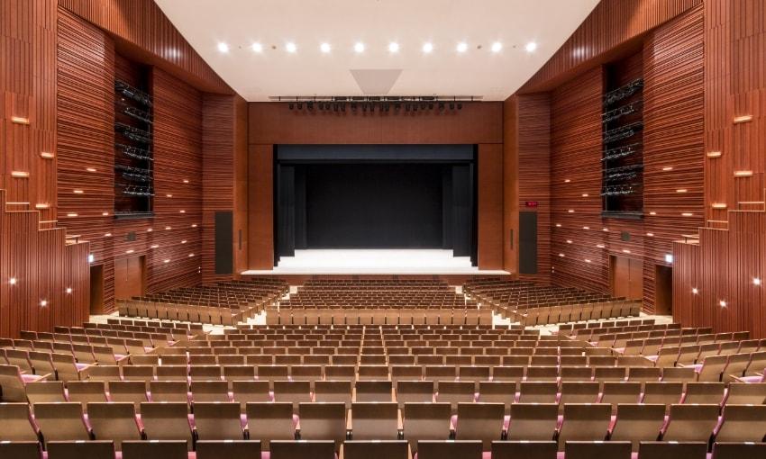 写真:大ホールプロセニアム設置時の客席からの眺め