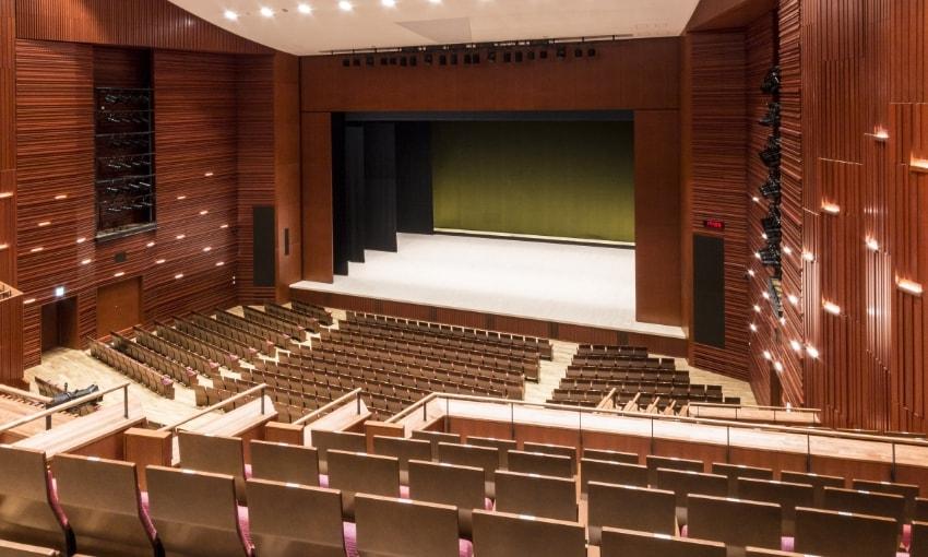 写真:大ホールプロセニアム設置時の2階席からの眺め