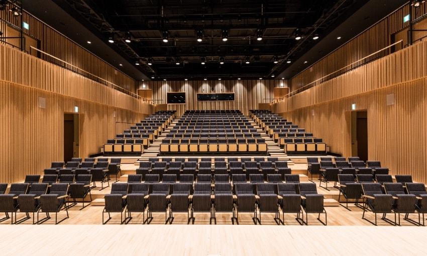 写真:小ホールステージからみた客席の眺め