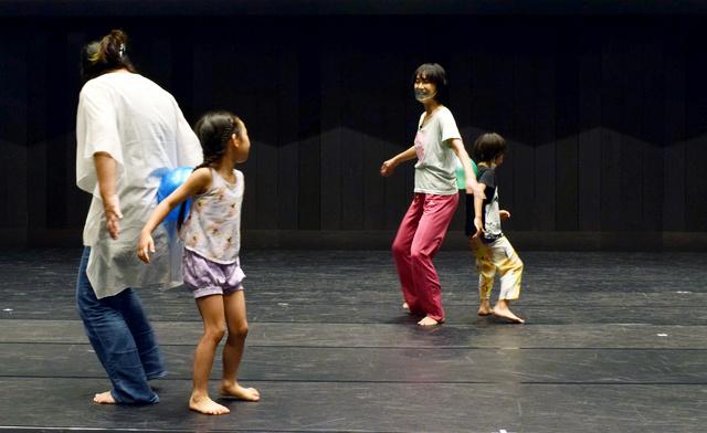ダンスワークショップ「踊るりんゴリラっぱ」